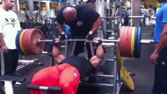 Roelly Winklaar - BENCH PRESS 260kg October 2011